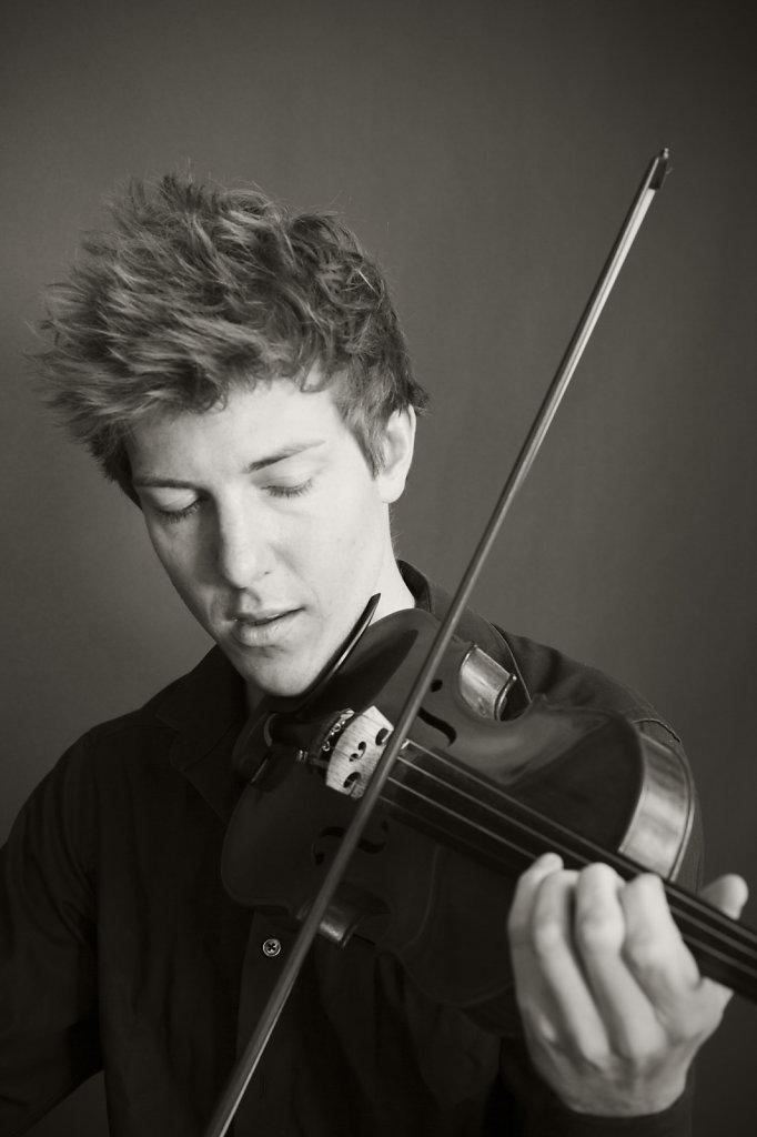 Sebastian Caspar - Violin